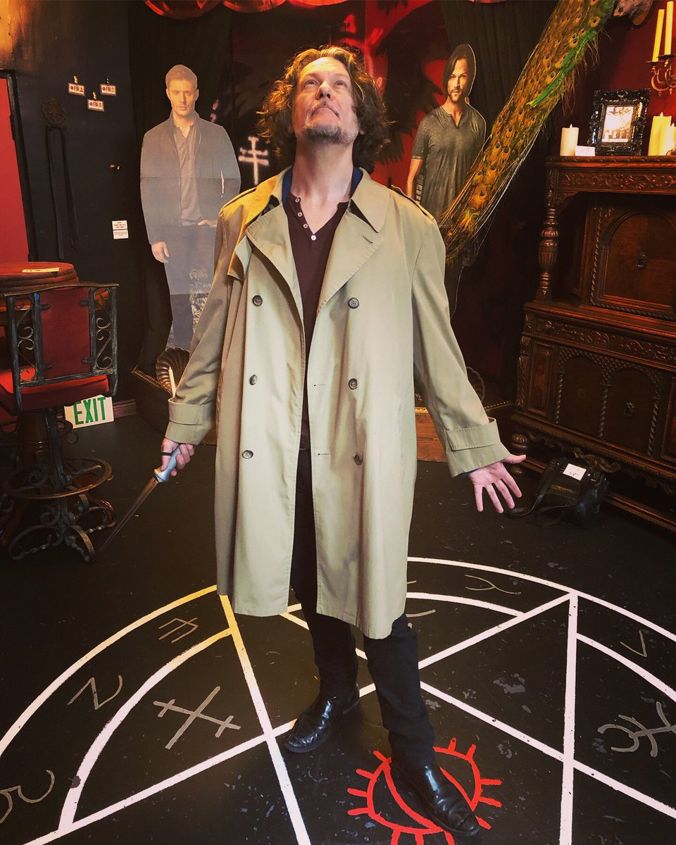 Always a blast visiting our friends at @themysticmuseum, right now they've got an immersive OCCULT exhibit which includes #Supernatural cosplay (with a very authentic-feeling Angel blade). I give you @ben_edlund as #Castiel @mishacollins. #SPNfamily 🖤