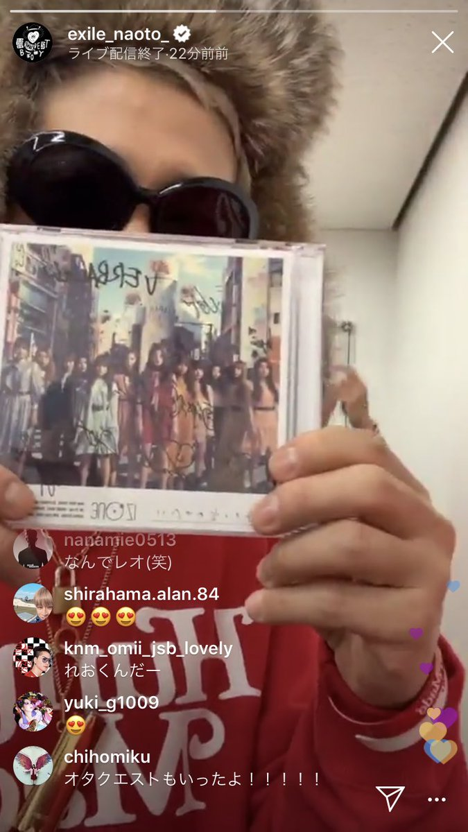honest boyz got a signed izone cd backstage during music station and they were happy about it.  kwizone comment:  no wonder i liked their performance