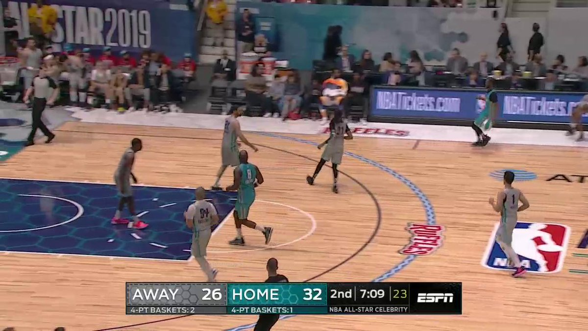 .@famouslos32 really stared down D-Wade after hitting a five-point play 👀
