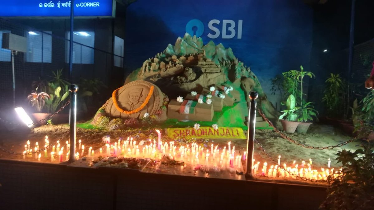 Homage to Pulwama Martyrs. Sand art at Bhubaneswar to pay our homage to the martyrs and the candles lit by SBI staff. All CRPF martyrs were SBI customers. Our heartfelt condolences to their families. @TheOfficialSBI #PulwamaAttack