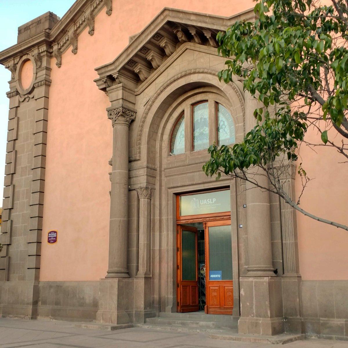 """Buenas #noches #SanLuisPotosí  Despedimos este #BuenViernes  Centro de Documentación Histórica #UASLP  Lic. """"Rafael Montejano y Aguiñaga"""" #ArquitecturaPotosina  Excelente #FinDeSemana"""