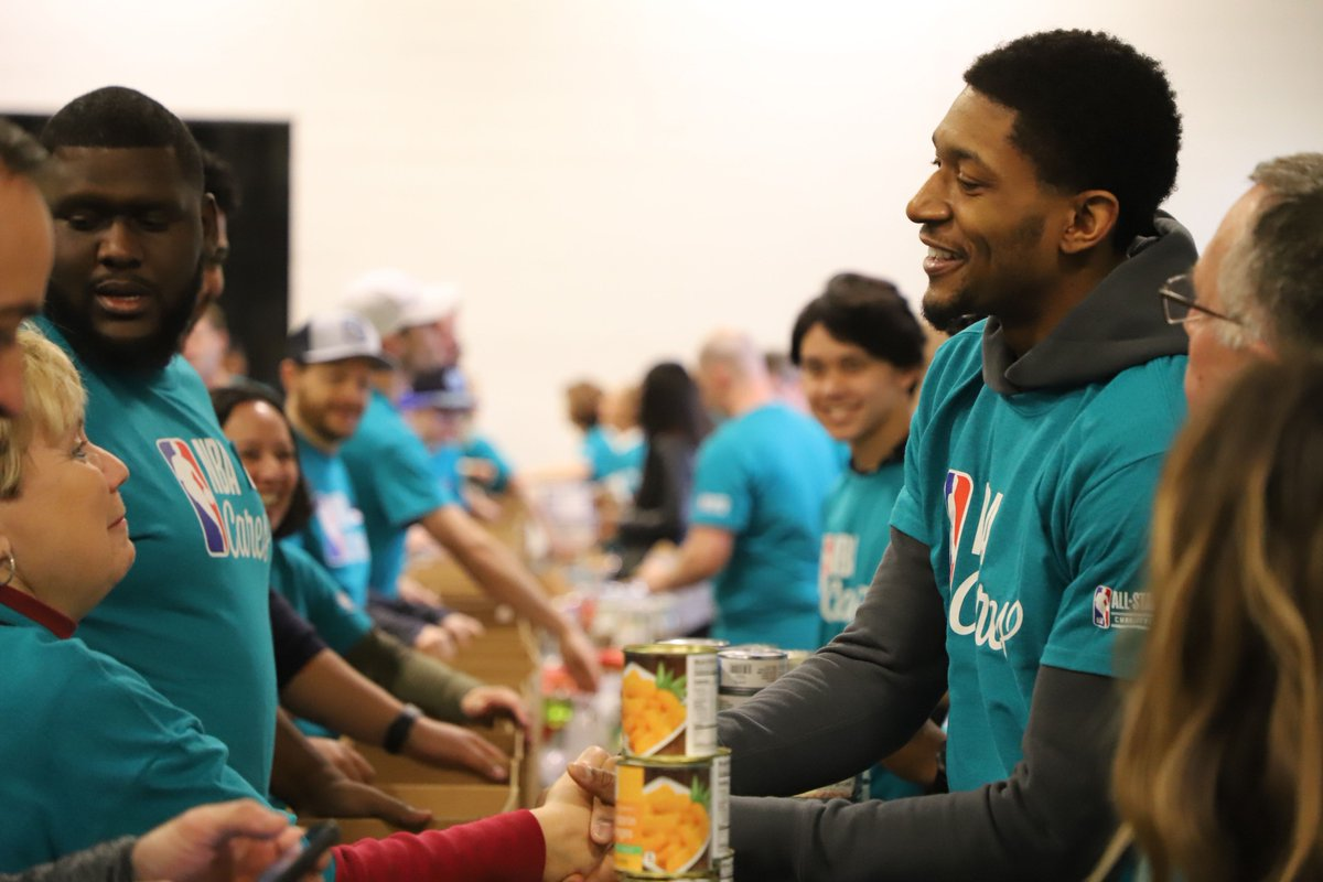 📸 Scenes from a successful @nbacares Day of Service at @shmetrolina!   #WizCares   #NBAAllStar
