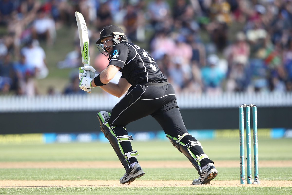 DRINKS: New Zealand are 91/1 in 16 overs!  The hosts are on track in their chase of 227 in Christchurch. Can Martin Guptill bring up his second hundred of the series today?  #NZvBAN LIVE 👇  https://t.co/7VLP5qBUjG