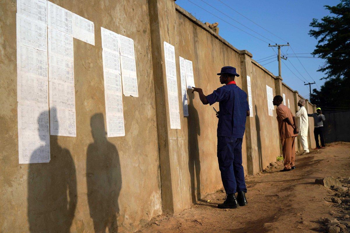 #Nigeria , elezioni presidenziali rimandate di una settimana. Sparite le schede elettorali in due regioni →https://t.co/xtlOklMfKK