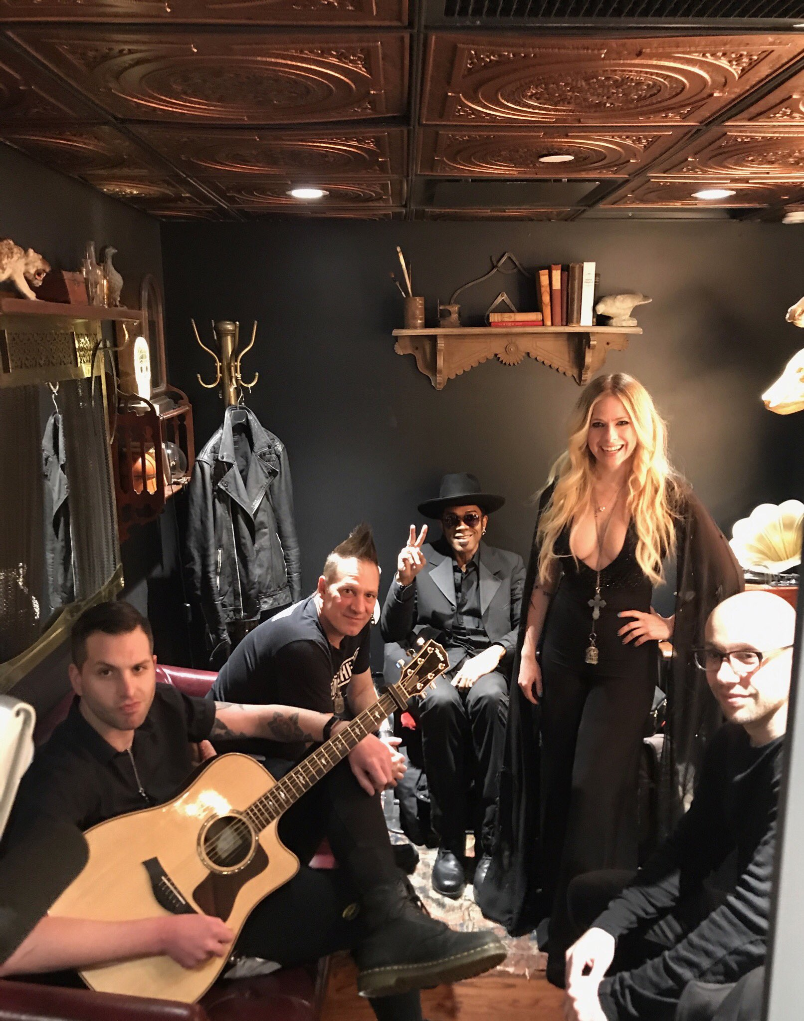 Loved being with my band and my fam for album release week ������ #HeadAboveWater https://t.co/7oNQELbKJN
