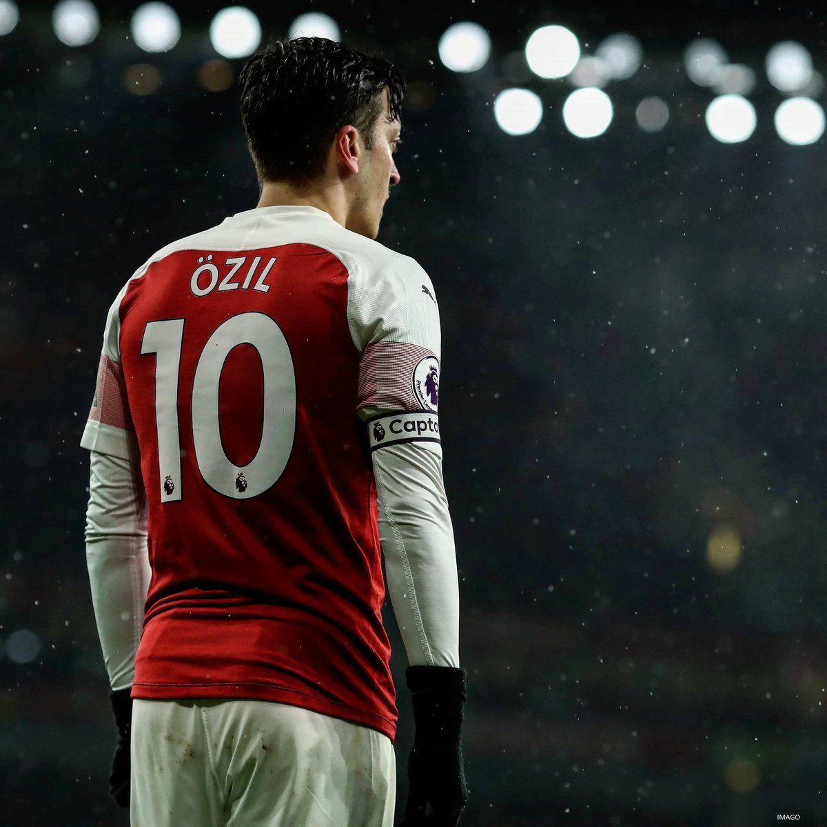 During the 22 games unbeaten run -  Mesut Ozil starts 9 games, coming in from bench 2 times & missed 11 games.  In those 11 games he played, we won 8 games & draw 3 games.  Mesut scored 4 goals & have 2 assists during this period. #AFC