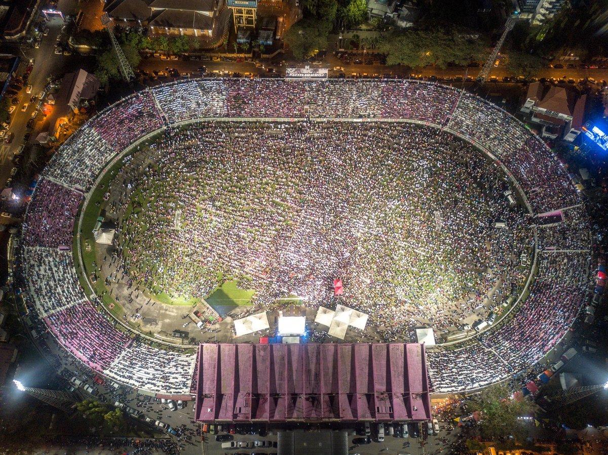 Kelantan kita. Serupa sekala mari dengar ceramah di stadium. Mujur tak runtuh