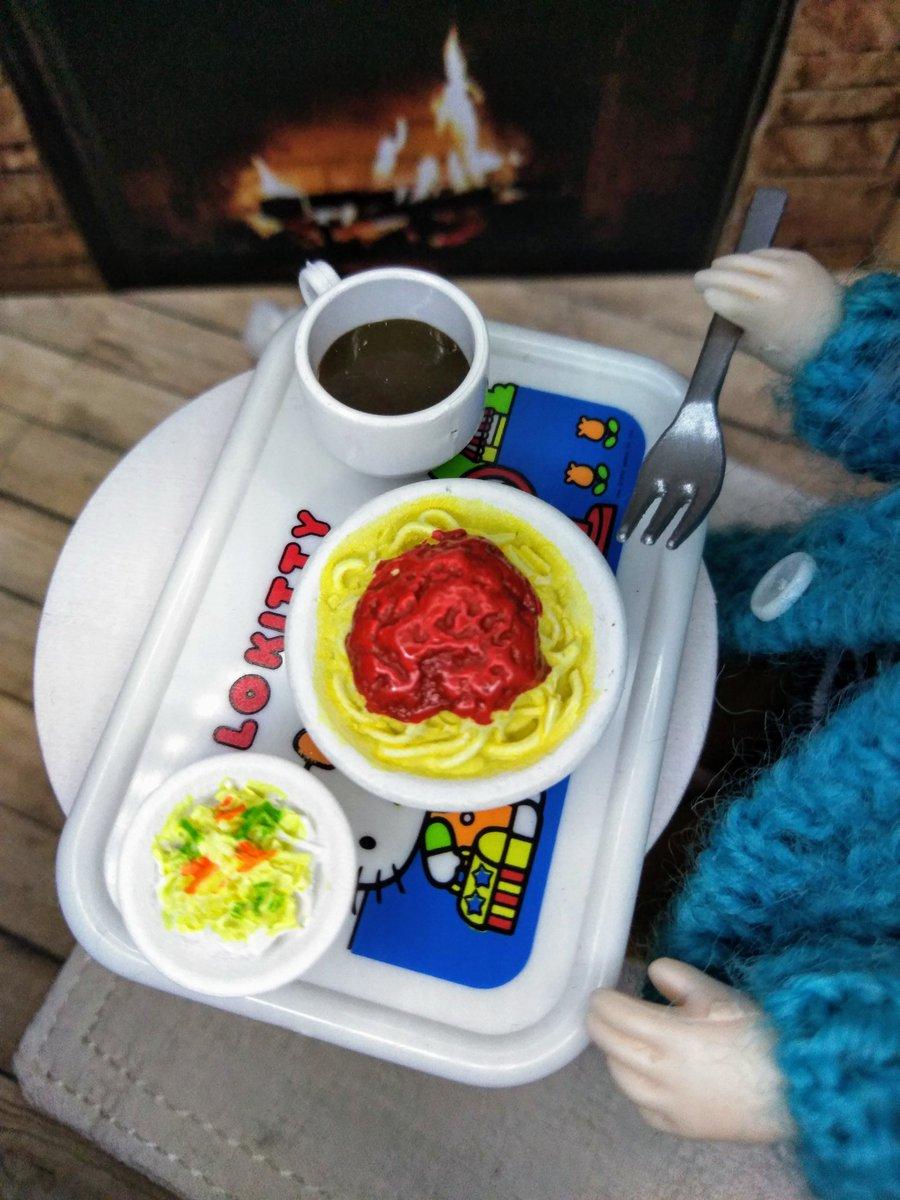 test ツイッターメディア - 麺類の得意な父が、トマトソースの具沢山 #スパゲッティ を料理中🍝✨  ベルさんも夕飯にスパゲッティを出しましょう🍴 ミートスパ&サラダのセット、 #セリア で購入。 108円にしては良く出来てます。 このサイズで、別の食べ物をたくさん発売してくれたら嬉しいなぁ😘💕 #ドール #ミニチュアフード https://t.co/Jrk4Xq7j8r