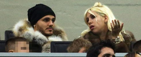 Mauro Icardi's wife and agent Wanda Nara saw her car pelted with a rock as she drove by with her children in the back  #FCIM #Argentina #Icardi #SerieA