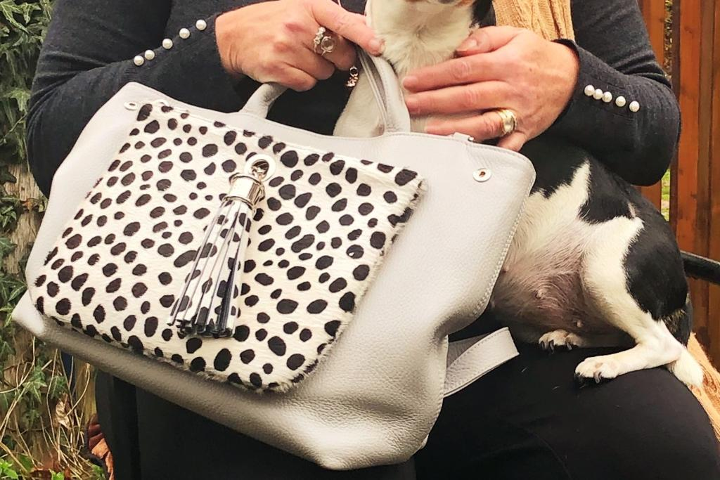 """""""I'm a big fan of the Dahlia handbag – it's understated British luxury at its best! I really do appreciate the thought and work that's gone into engineering one piece with endless permutations."""" - Gillian Crawford of @LILY_BLANCHE http://bit.ly/2BixpP2 #slowfashion"""
