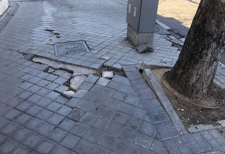 Lo bueno de la política municipal es que frente a los mantras del gobierno de Carmena está la realidad de los vecinos, sus aceras levantadas, la suciedad de las calles y los solares donde debiera haber bibliotecas.  Hoy enseñamos desde los barios lo que  #NoSeVeDesdeCibeles