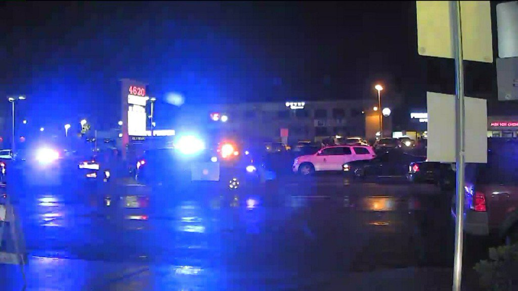 1 wounded in Kearny Mesa strip mall shooting https://t.co/wbvdzOlDo3