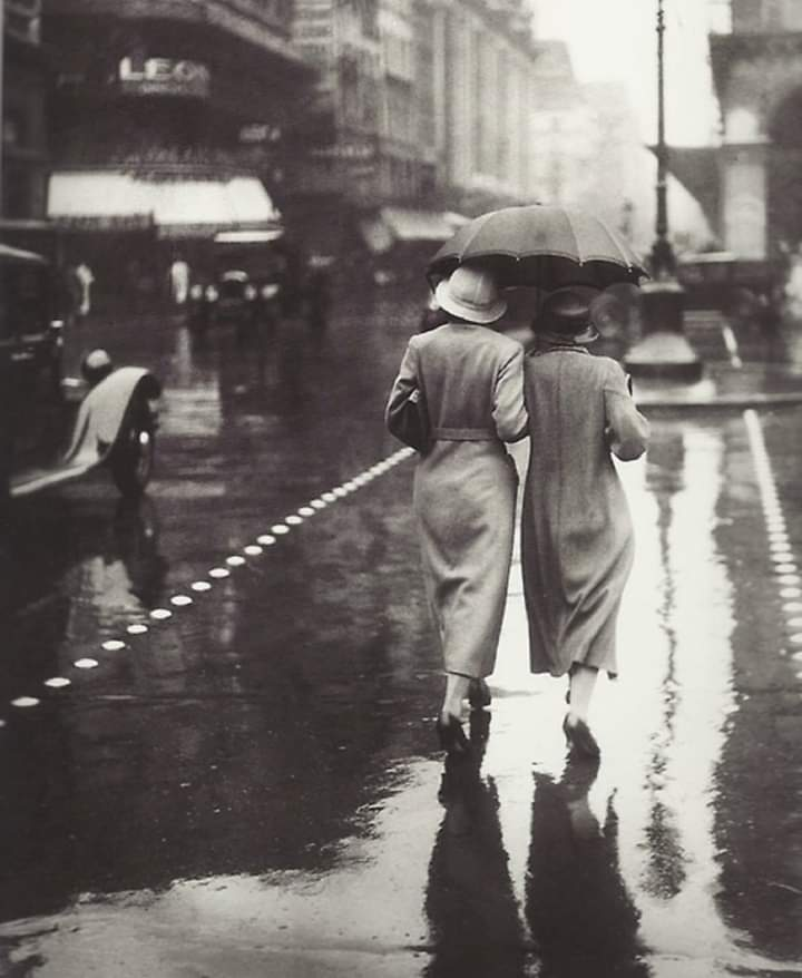 Paris 1934  Women walking in the rain  📷 Brassaï