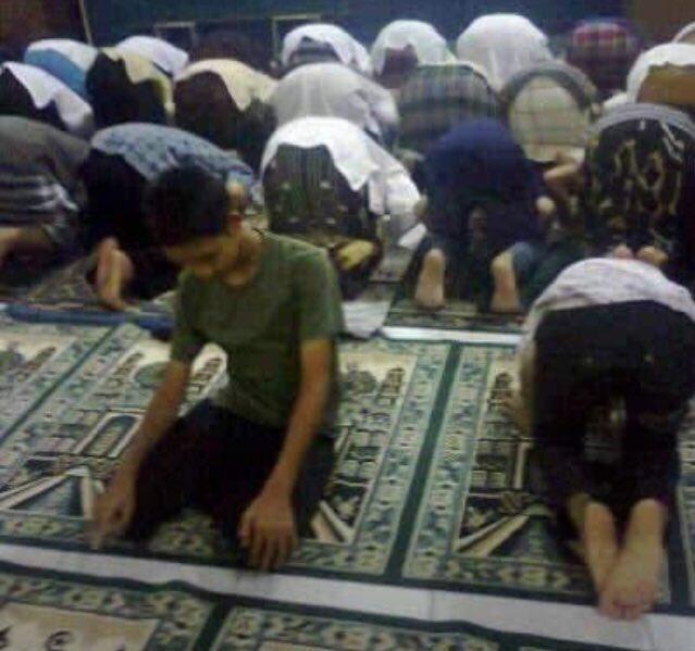 Perbedaan itu rahmat. Kecuali dlm hal yg qath'i (pasti), gak boleh kita berbeda atau berijtihad. Orang sering nanya, contoh yg qath'i itu gmn? Nih kyk foto ini. 🤣