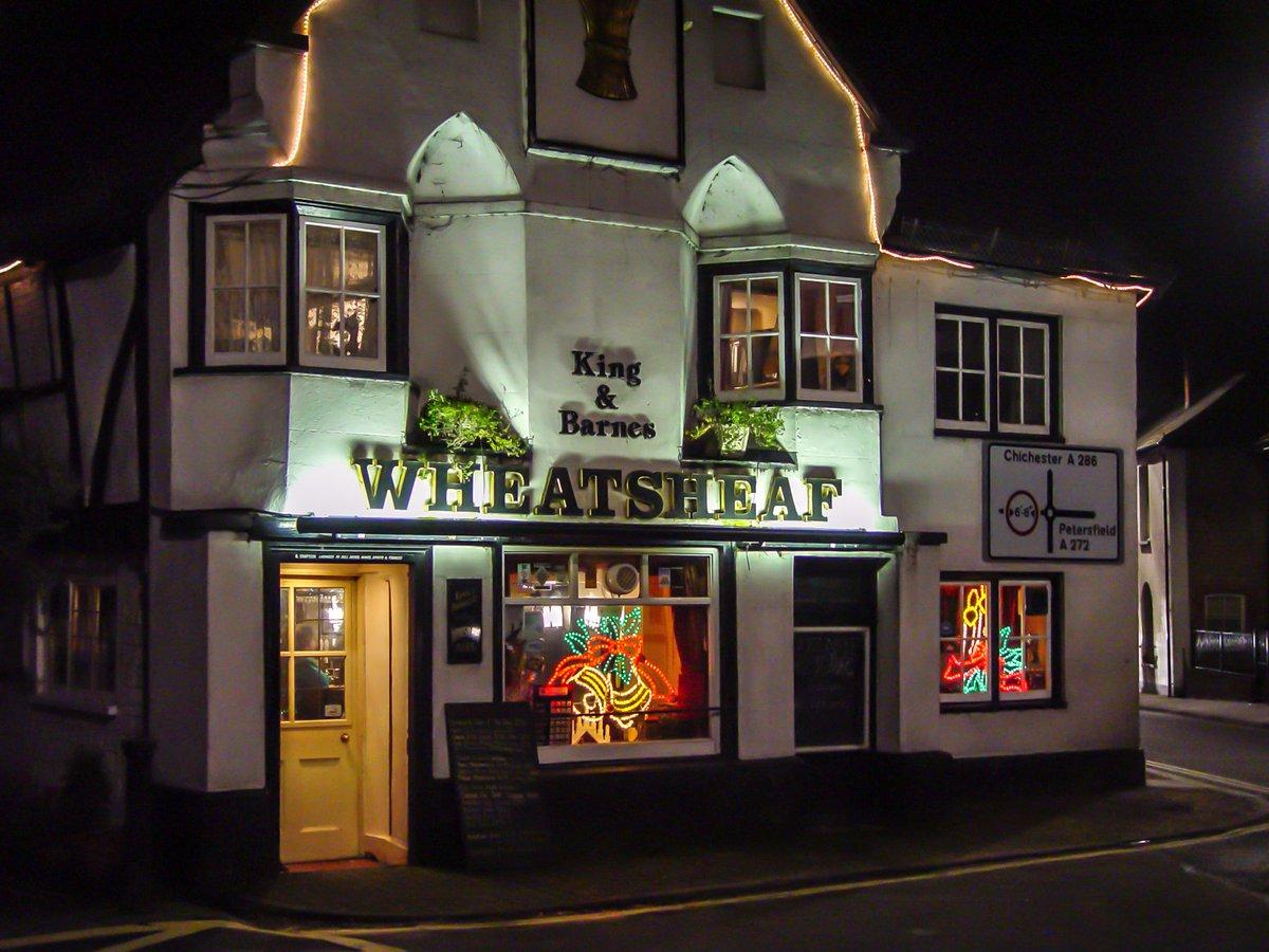 The #WheatsheafPub in #Petersfield #England  #photooftheday #travelphotography #travel #travelphotos #tourism #travelgram #picoftheday #instatravel #traveling #mytravelgram #travelingram #igtravel #traveler #pubs
