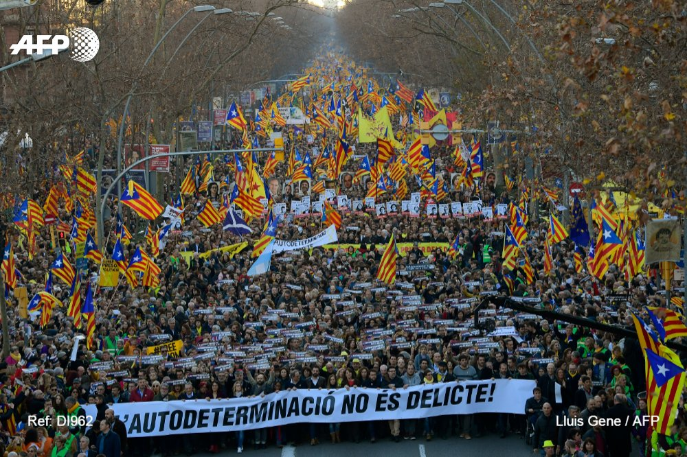 #BREAKING 200,000 protest in Barcelona against Catalan separatists' trial, according to police