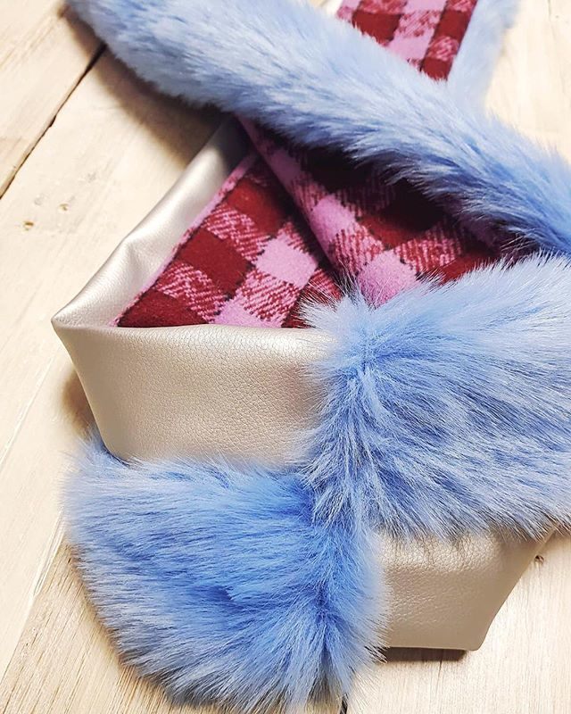 Once you start with churros, you simply can't stop 😱💖💙!! I'm adding new colour options to the mix. This is so satisfying 😻 . . . . #chouchoucouture #churro #fauxfur #scarf #newdesign #comingsoon #flatlay #brandnew #fashionaccessories #checks #fluffy … http://bit.ly/2BG88zp