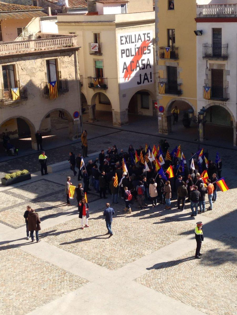 Two demonstrations in #Catalonia today. On the left, the provokative bullies of the Francoist party @CiudadanosCs, claiming to be the majority.  On the right, the rest of the population, protesting the #SpanishShowTrial in Madrid.<br>http://pic.twitter.com/fsPxhGqmOB