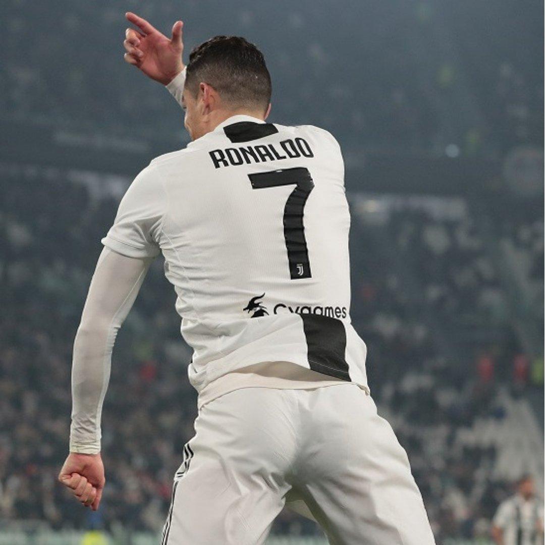 ✔ Contro il Parma 2⃣⚽➕1⃣🅰 ✔ Contro il Sassuolo 1⃣⚽➕1⃣🅰 ✔ Contro il Frosinone 1⃣⚽➕1⃣🅰 ⚪⚫ @Cristiano scalda i motori in vista della @ChampionsLeague 🔥  #UCL  @juventusfc