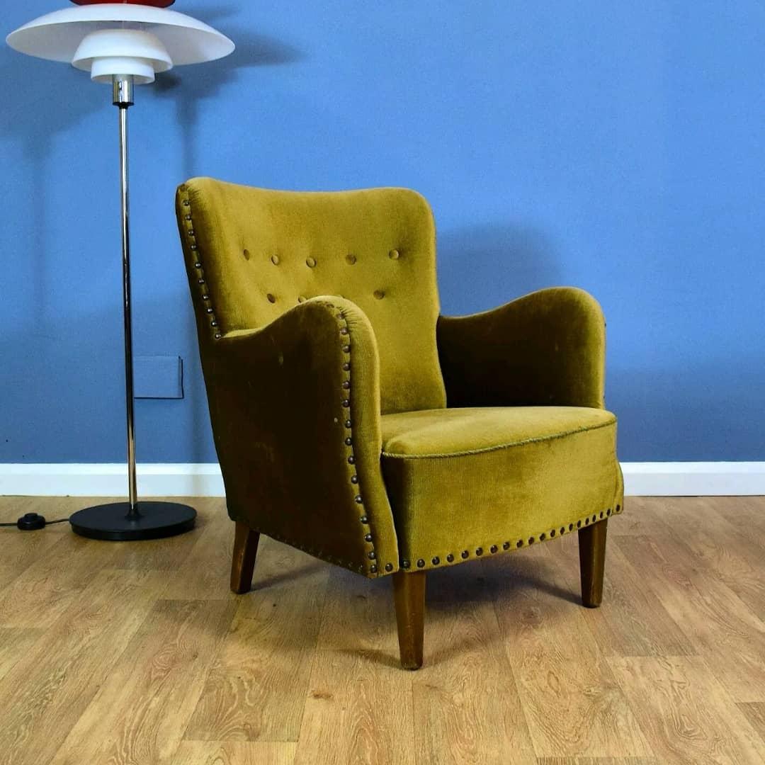 Super 1950s Scandinavian Lounge chair, in shimmering Green Corduroy upholstery, now sold. 💥 . . . . . #midcentury #midcenturymodern #midcenturyfurniture #midcenturydesign #danishmodern #atomic #teak #vintagefurniture #modernist #modernism #vintagehome #1950s #eames #mcm #retro
