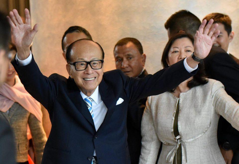 Li Ka-shing is down $4 billion, but still tops Hong Kong's Rich List for the 21st year http://on.forbes.com/6015ErFif