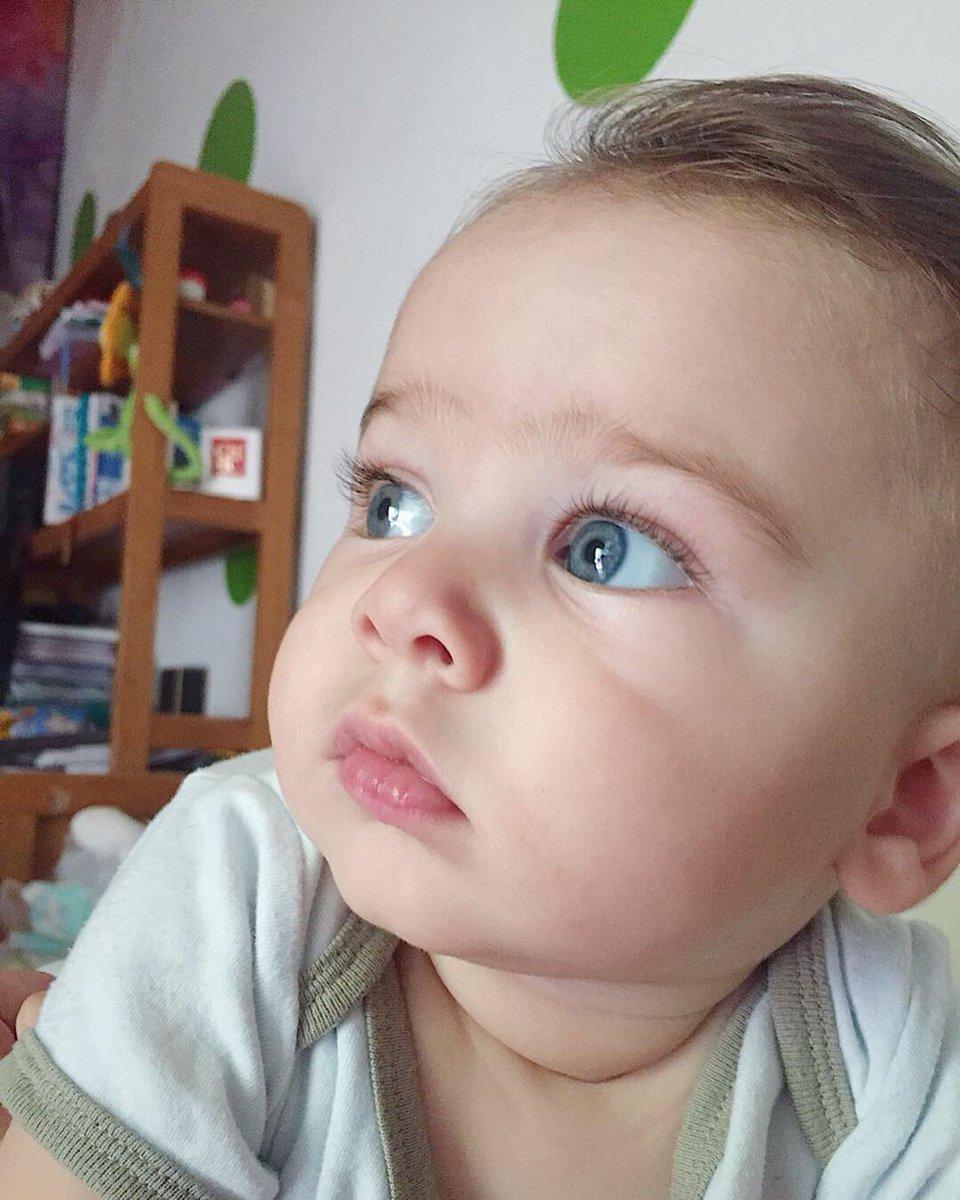Ma sacame una así como que no me doy cuenta 😎🤙🏼  6 meses. Yo no lo puedo creer, para de crecer Ludovico.