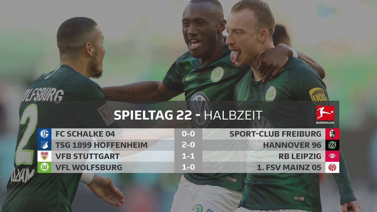 Vier Spiele, fünf Tore: Das lässt sich doch sehen zur Halbzeit am #Bundesliga-Samstag. So steht es nach 45 Minuten 👀👇  #S04SCF #TSGH96 #VFBRBL #WOBM05