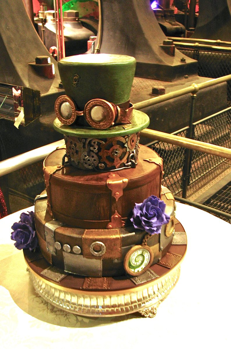 #Cake 🍰 Awesome of the Day: Bronze #Steampunk ⚙️ #Birthdaycake 🎂 #Weddingcake 💍 with Green #Hat 🎩 and #Goggles via @eatwicked #SamaCake