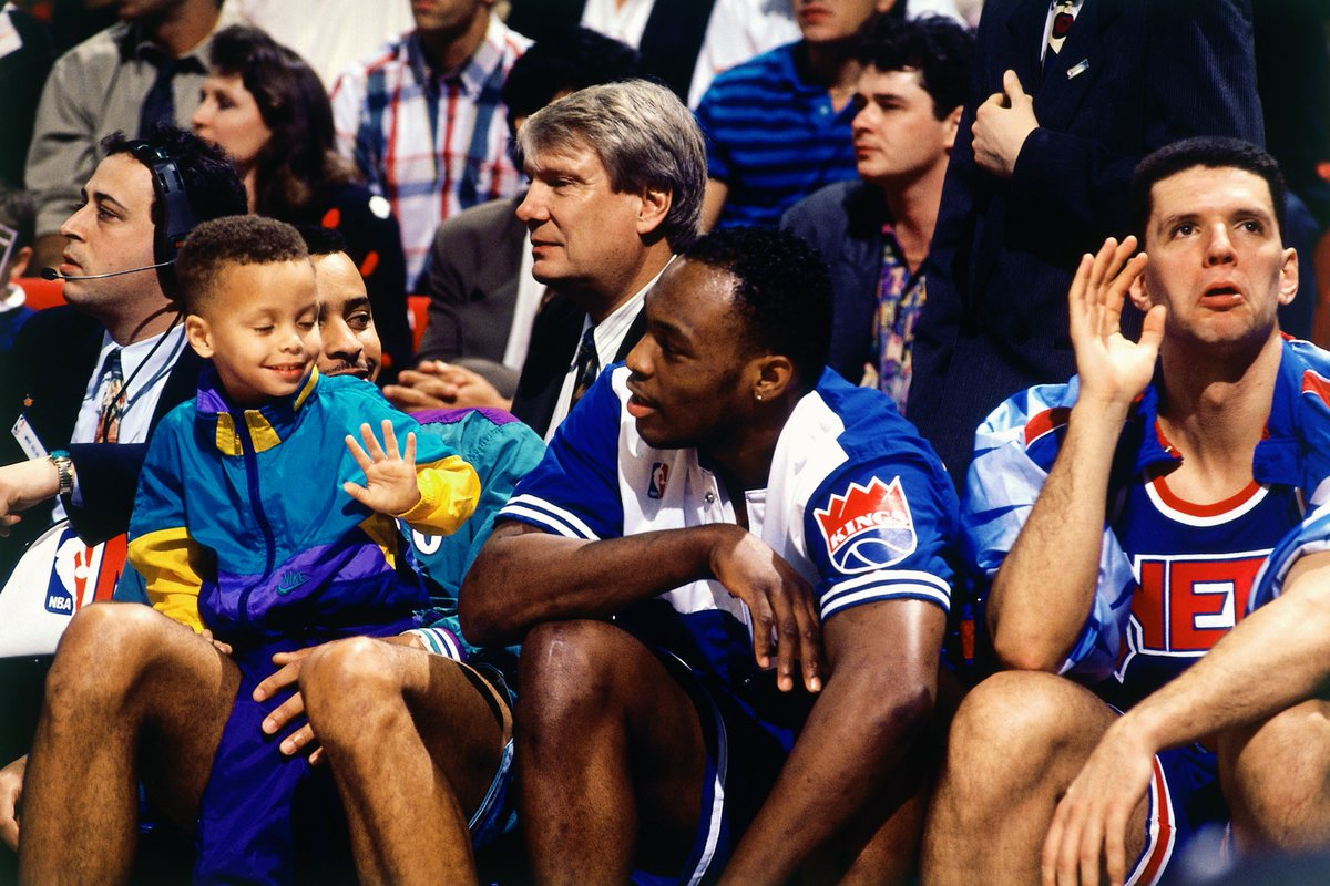 Drazen Petrovic, Mitch Richmond, Dell Curry and a young Steph at the 1992 3-Point Contest.  #MtnDew3PT