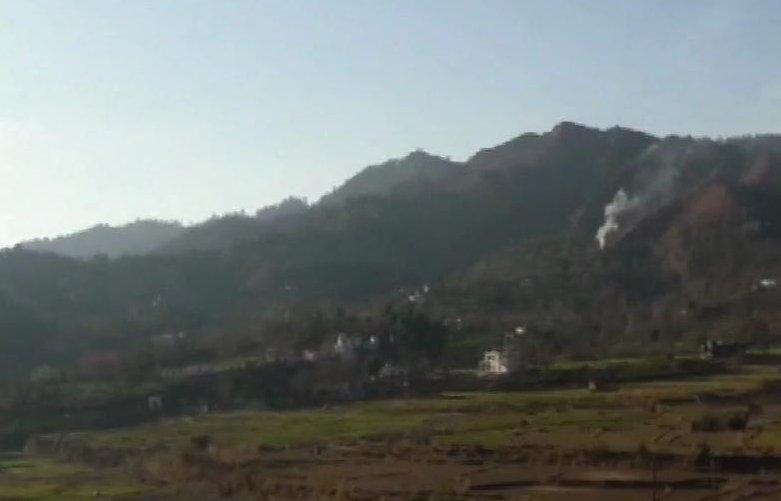 ಜಮ್ಮು ಮತ್ತು ಕಾಶ್ಮೀರ: ಸಂಜೆ 4 ಗಂಟೆಗೆ ರಾಜೌರಿ ಜಿಲ್ಲೆಯ ನೌಶ್ಶೇರಾ ವಲಯದಲ್ಲಿ ಪಾಕಿಸ್ತಾನವು ಕದನ ವಿರಾಮವನ್ನು ಉಲ್ಲಂಘಿಸಿದೆ.  @KalpaNews #JammuKashmir #KannadaNews