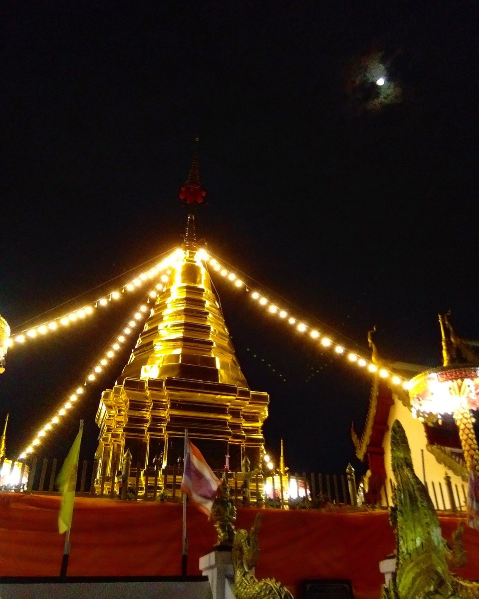 Wat Phra That Doi Kham  (Temple of the Golden Mountain)  วัดพระ ธาตุดอยคำ   Photo by Simon   #reviewthailand #reviewchiangmai2019 #reviewchiangmai #thailandtravel #รีวิวเชียงใหม่<br>http://pic.twitter.com/6Ia5gYGyvp