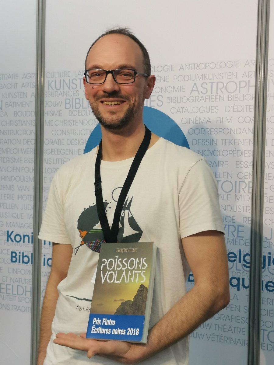 """Nous sommes très fiers d'avoir accueillis le #prixfintro2018 sur notre stand à la @foirelivrebxl ! @FrançoisFilleul a déposé avec brio """"Poissons Volants"""" (#kereditions) au #depotlegal de la @kbrbe. Bravo à l'auteur pour cette réussite !"""