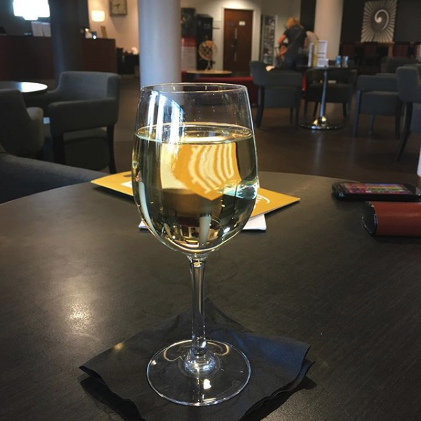 We've reached wine o'clock! 🍷  Come and join us in our hotel bar for a drink this weekend! 🥂  [📸/IG: susanalmond]  #WineOClock #WeekendVibes #Friyay #FridayFeeling