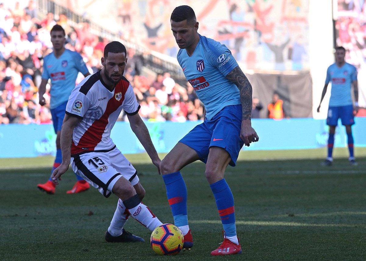 !El Atleti regresa a la senda del triunfo! Con solitario gol de Antoine Griezmann, el Atlético de Madrid derrotó por la mínima al Rayo Vallecano y recupera momentáneamente el segundo lugar de La Liga  #RayoAtleti #Atleti #AtléticoMadrid #LaLiga #LaLigaSantander