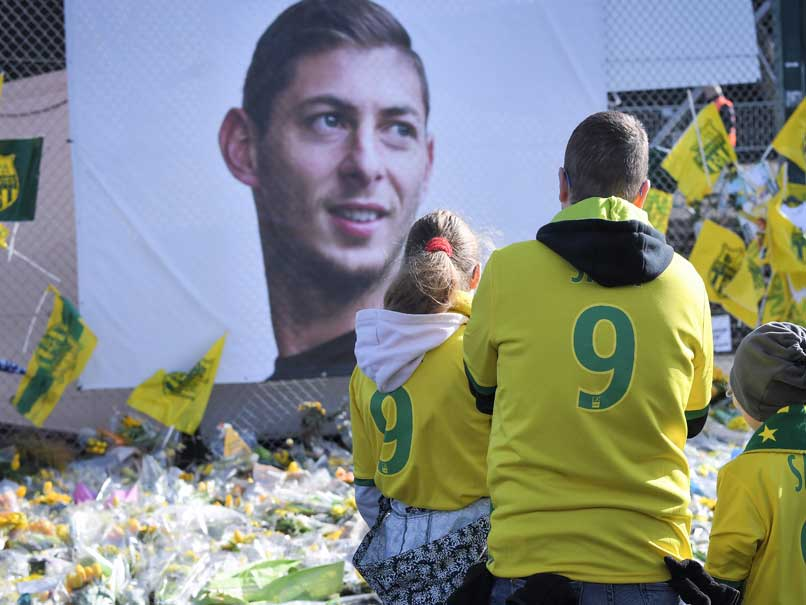 #EmilianoSala's funeral takes place in Argentina  #cardiffcity #Nantes   READ: https://t.co/sG09IwDCjB