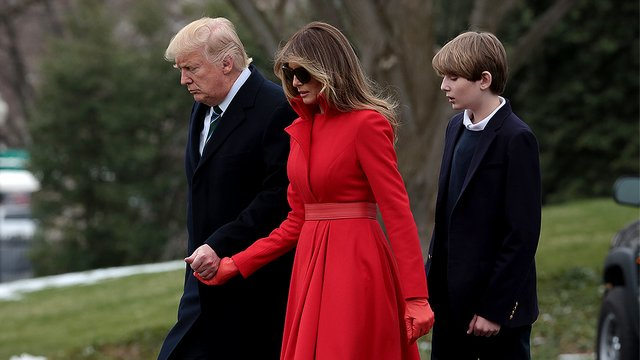 Trump heads to Mar-a-Lago for holiday break hours after declaring national emergency for border wall  https://t.co/0idJ9XgZLe