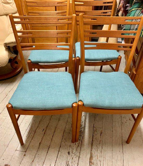 Teak Dining Chairs $799/4 #midcentury #vintage #midcenturymodern #interiordesign #s #design #retro #homedecor #mcm #furniture #art #interior #modern #architecture #decor #interiordesigner #interiors #home #midcenturyfurniture #vintagedecor #midcenturydesign #vintagefurniture