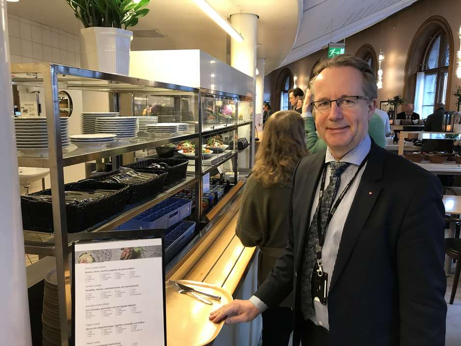 Suécia, o país onde deputados não têm assessores, dormem em quitinete e pagam pelo cafezinho https://t.co/sBSMyau05k  #TerraNotícias