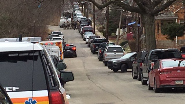 Suspect surrenders after SWAT situation shuts down Pittsburgh street. https://t.co/MszgYGYv8Y