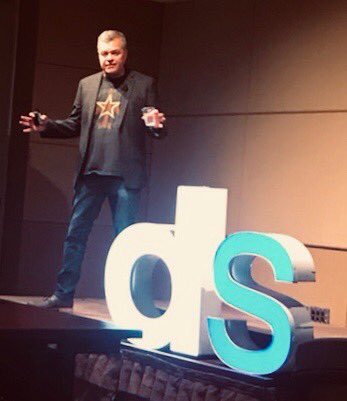 Thx #DSPHX for letting me challenge Digital First/Only thinking this week. Seems the takeaway that resonated most is to stop calling it Traditional and Digital and to start calling it Mass and Targeted. Bonus: no one threw tomatoes at me ;). <br>http://pic.twitter.com/eeH4Z1ui8D