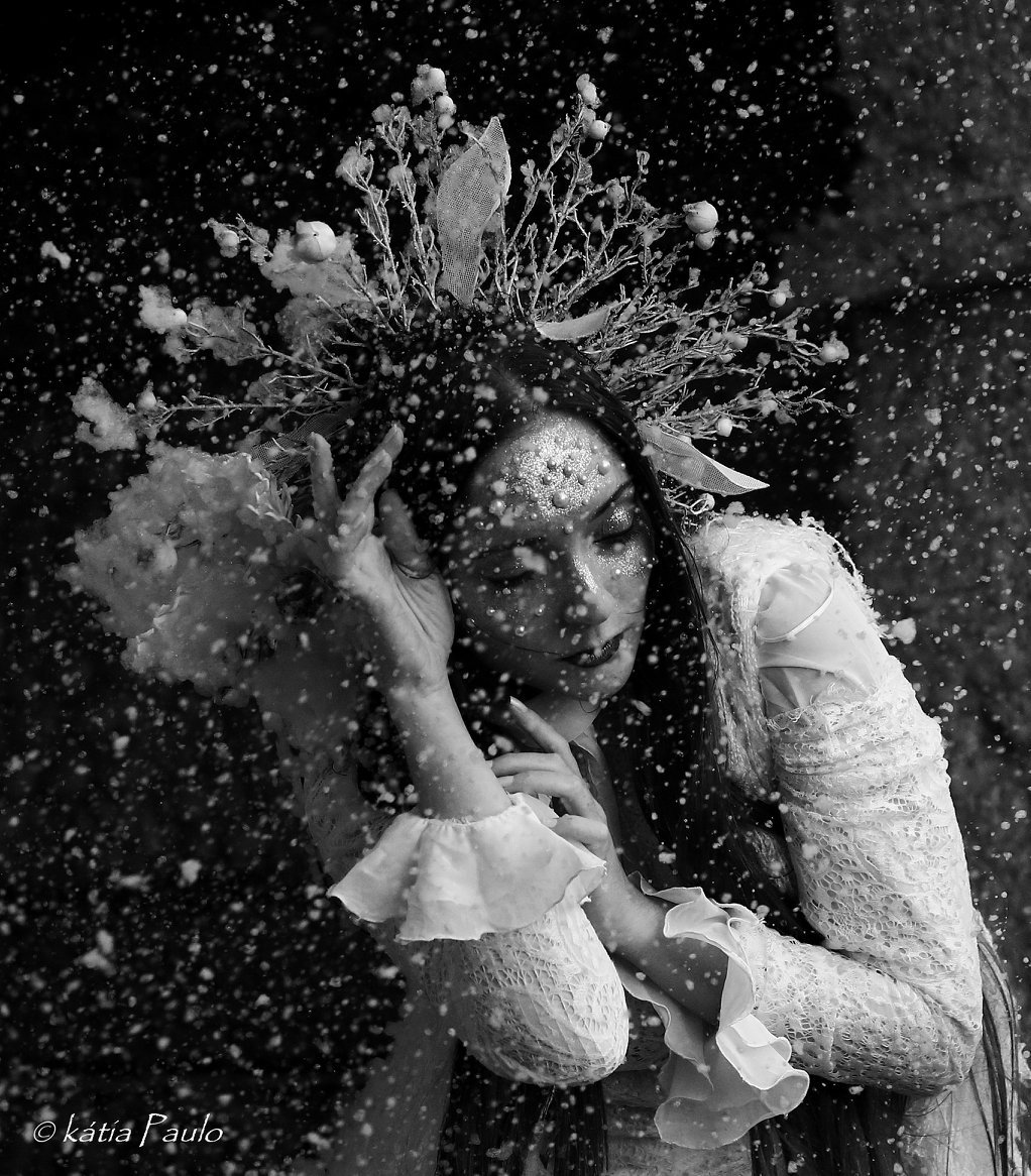 #Model: #DianaRosa #Photography: #KátiaPaulo Production, styling and props: #AnaLuar MUA: #AndreiaCarvalhais  #headpiece #icequeen #fantasymodel #modeling #fineart #portrait #fantasy #beautiful #darkbeauty #enchanted #snow #alternativemodel #blackandwhite #darkqueen #bw #emotion