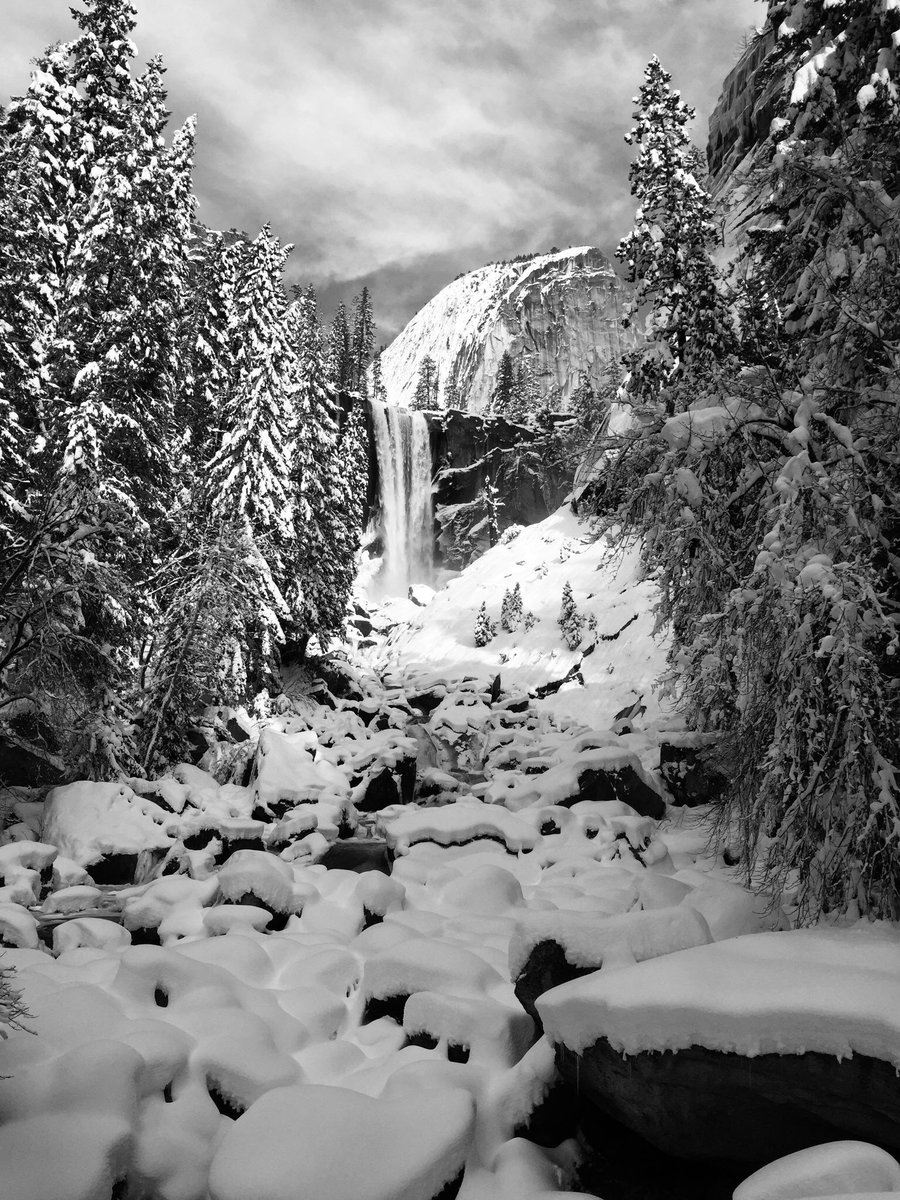 This storm has made for a mighty gorgeous shot of Yosemite's Vernal Falls. A winter storm warning is in effect through Sunday night in the park with up to two feet of fresh snow expected in the high country. https://t.co/FWkocm2snE   Photo: Brian Wilson, of Antioch