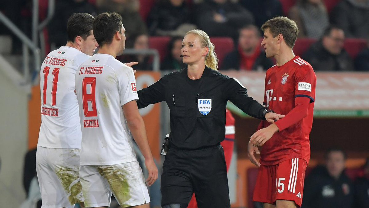 Iranian TV canceled the broadcast of Bayern's game against Augsburg because the referee was a woman (Bibiana Steinhaus) [Bild]