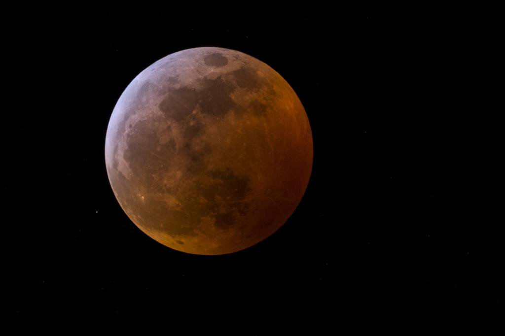 The second supermoon of 2019 will be visible on Tuesday night — but what *is* a supermoon, exactly? 💪🌕 @NASA astronomer Mitzi Adams explains >>  https://t.co/D5TDh3Hi0U