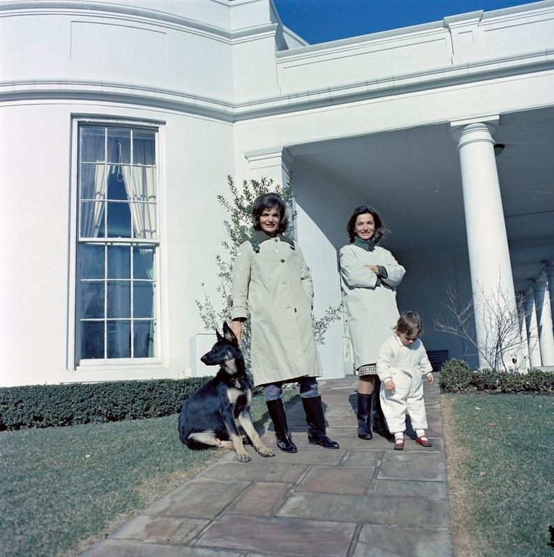 Lee Radziwill, Jackie Kennedy Onassis' younger sister, dies at 85 https://t.co/AVhbM7fXtO