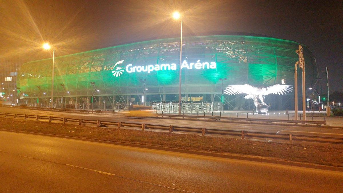 """Gde su stadioni tu je i Boki. Dođem na vikend u Budimpeštu i budem smešten u hotelu prekoputa. :)  """"Groupama arena"""", stadion Ferencvaroša i reprezentacije Mađarske, ovako nekako izgleda spolja."""