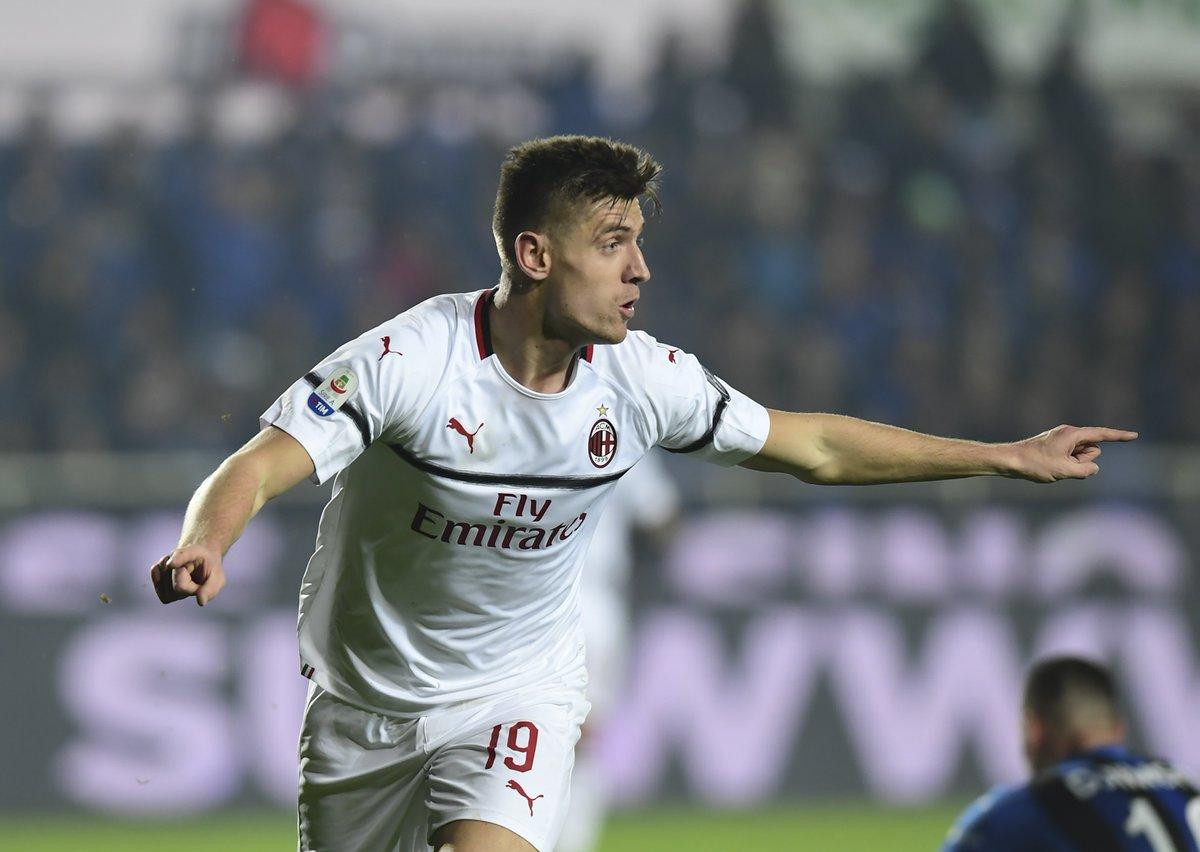 🔴⚫ L'@acmilan non si ferma più: Krzysztof Piątek segna altri due gol e i Rossoneri ribaltano l'@Atalanta_BC con un sontuoso 3⃣-1⃣ in rimonta 💪  Ora l'@Inter, terza in classifica, dista un solo punto: la volata per la @ChampionsLeague profuma di derby...