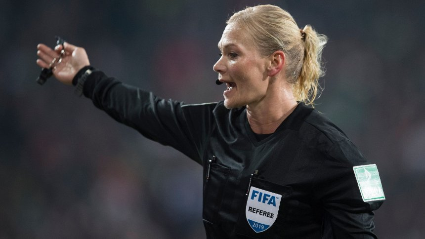 Medienberichte: Iranisches Fernsehen nimmt Bayern-Spiel wegen Bibiana Steinhaus aus Programm https://t.co/nLj5SxRYGu