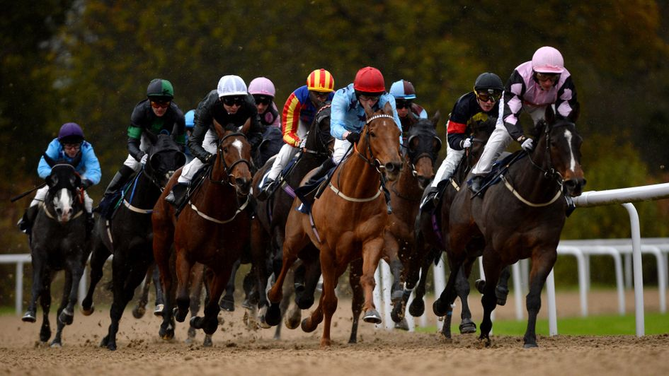 🏇 Take our lead if you enjoy late night racing 🏇  BET £10 GET £30 in #FreeBets by backing any horse you fancy.  #888Sport  👉 http://bit.ly/JJ-888