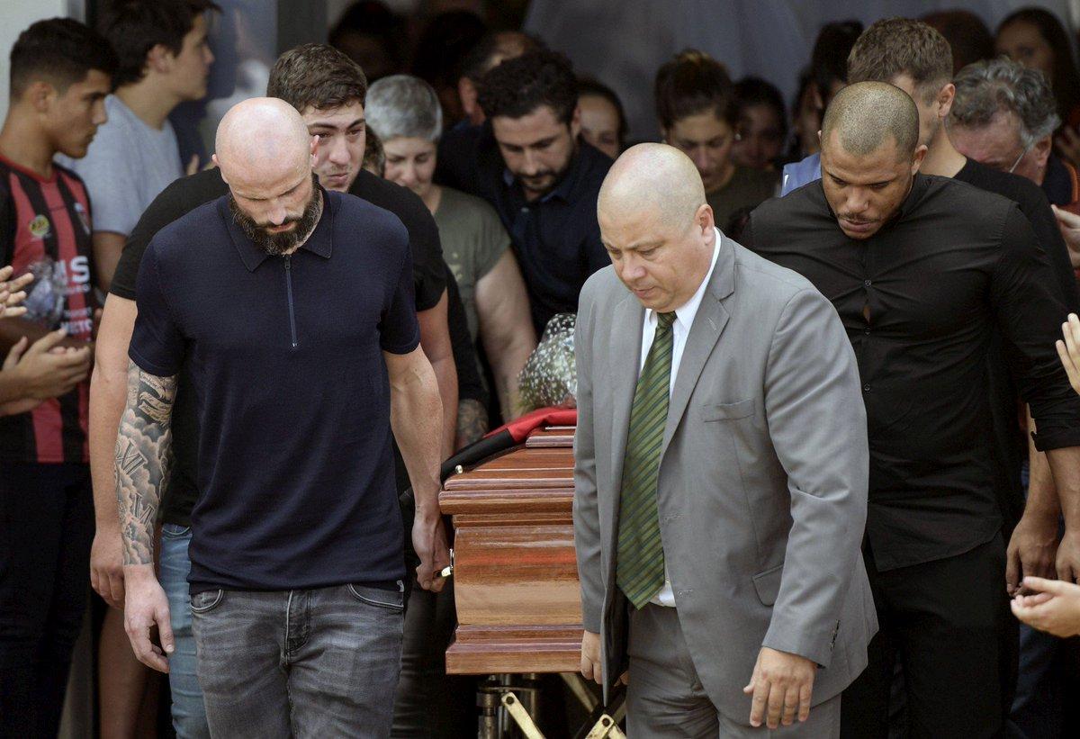 Aujourd'hui ont eu lieu les obsèques d'Emiliano Sala 😢  RIP 🌹